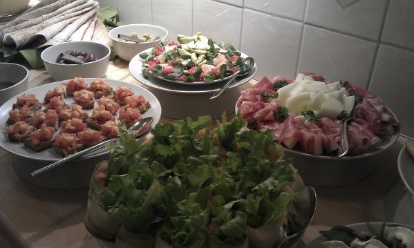 I nogle swingerklubber serveres mad først eller sidst på aftenen.
