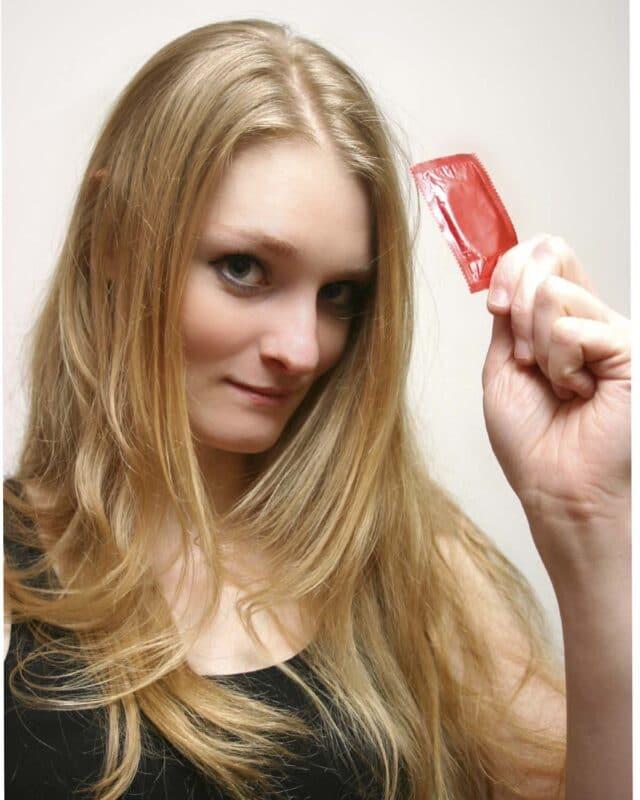 Husk det nu! Kondomet er et fælles ansvar for både kvinde og mand. Dette gælder også i swingerklubben.